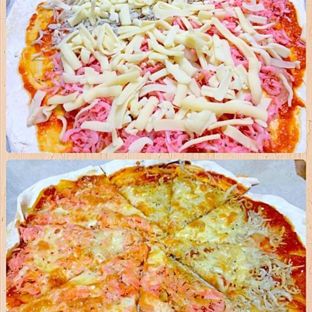 シラスとアミエビをふんだんにのせたピザ。 トマトソースに絶妙に合った出来栄えです  ※今日のピザソースは、 トマトのホール缶(1缶)・玉ねぎ1/2・ニンニク2片をミキサーでペースト状にして、オイスターソース 大さじ1・塩、コショウを加えて煮詰めました。 - 112件のもぐもぐ - 釜揚げシラスとアミエビのピザ by furyu