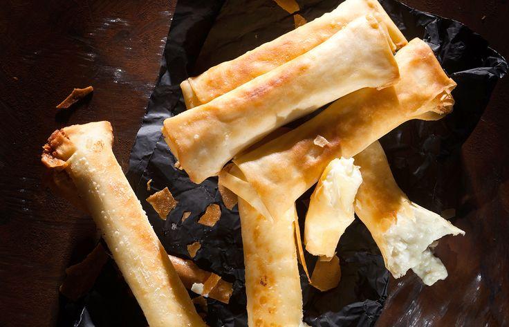 Τυροπιτάκια με πατάτα, φέτα και ανθότυρο