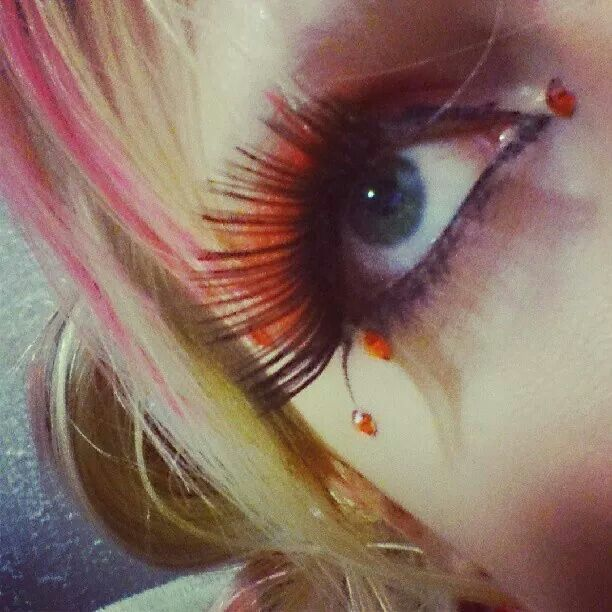 Eyelash moment