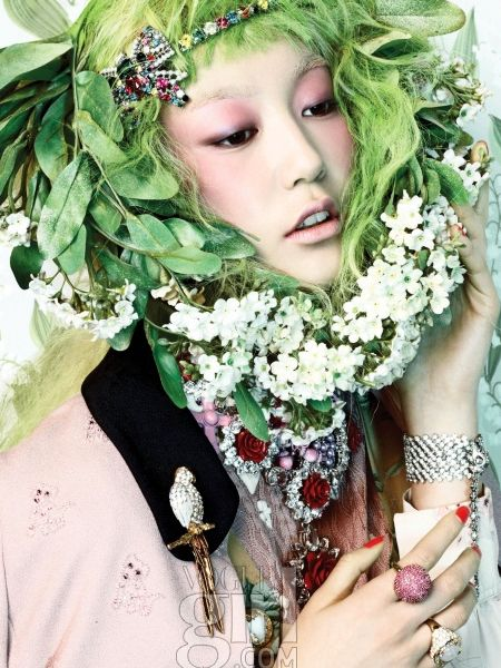 Look at those colors!  Fresh green with pale pink, black, white and a touch of purple. via vogue girl korea  #devinecolor #devineinspiration