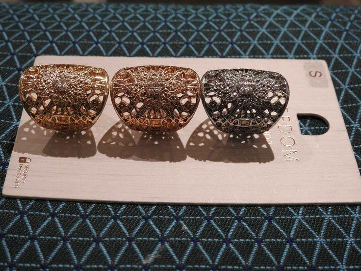 Sada troch prsteňov - zlatý, kovový a strieborný. Kvalitná bižutéria FREEDOM od Top Shop-u. V ponuke spolu alebo osobitne.  Cena: 3 prstene 9 eur 2 prstene 7 eur 1 prsten 4 eur