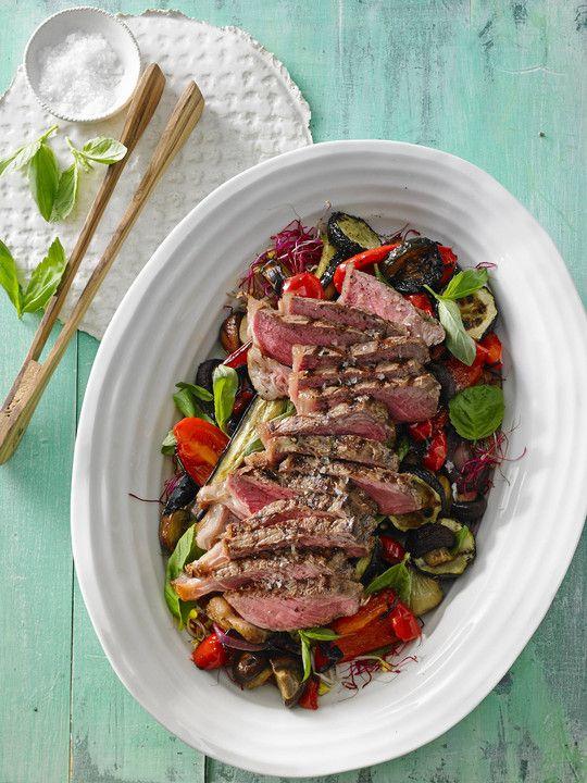 Gegrillter Auberginen-Zucchini-Salat mit Rumpsteak