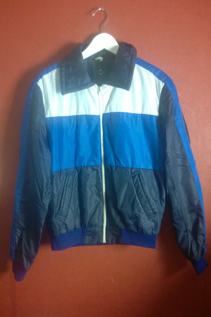 Vintage 70s Winterjacket jacket VINTAGE 1970s JACKET  Blue and white Zip Up Retro small S  Insulated ZipUp Colorblock jacket by VirtageVintage on Etsy
