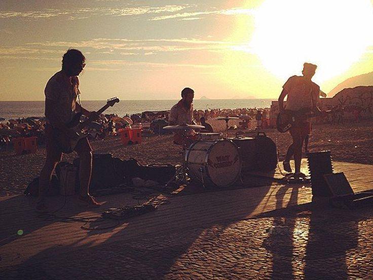 Na Baixada acontece o Rock Solidário; no Méier rola o Festival de Rock do Leão Etíope do Méier e do outro lado da Baía é o MultiRock in Niterói que faz todo mundo bater cabeça