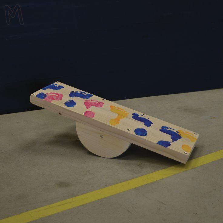 Ben jij in balans? Test dit met je zelf gemaakte balanceboard! Hiervoor ga je aan de slag met stevig hout en grote schroeven. Kortom je gaat echt klussen. Het bord wordt helemaal van jouw met je eigen voetafdrukken van verf.