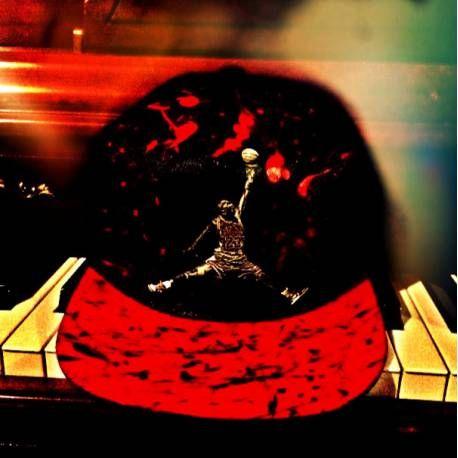 """#heartjacking #Casquette #snapback #airjordan  """"#Jumpman"""" reprenant le logo legendaire de #MichaelJordan  et l'adaptant avec une version #chicagobulls http://www.heartjacking.com/fr/1808-casquette-air-jordan.html casquette air jordan"""