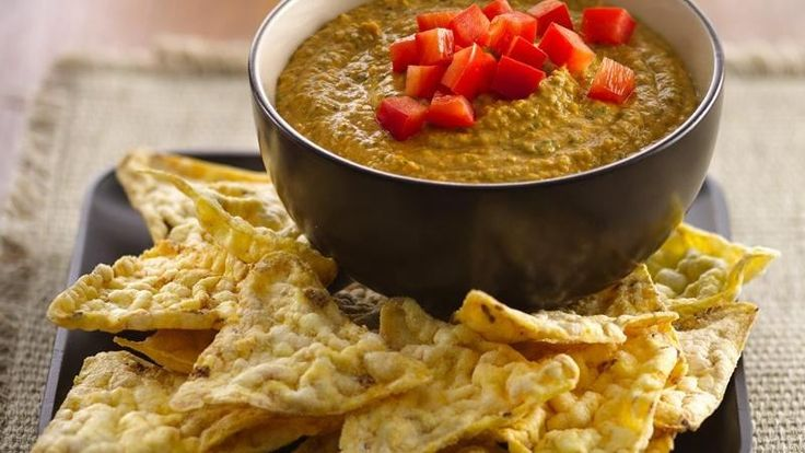 Enjoy this classic Middle Eastern appetizer made using chickpeas and spinach served with popcorn snack chips – dip that's ready in 10 minutes.
