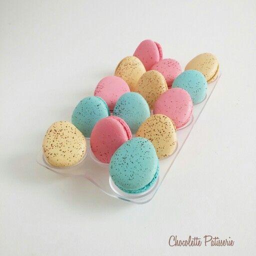 Easter eggs macarons