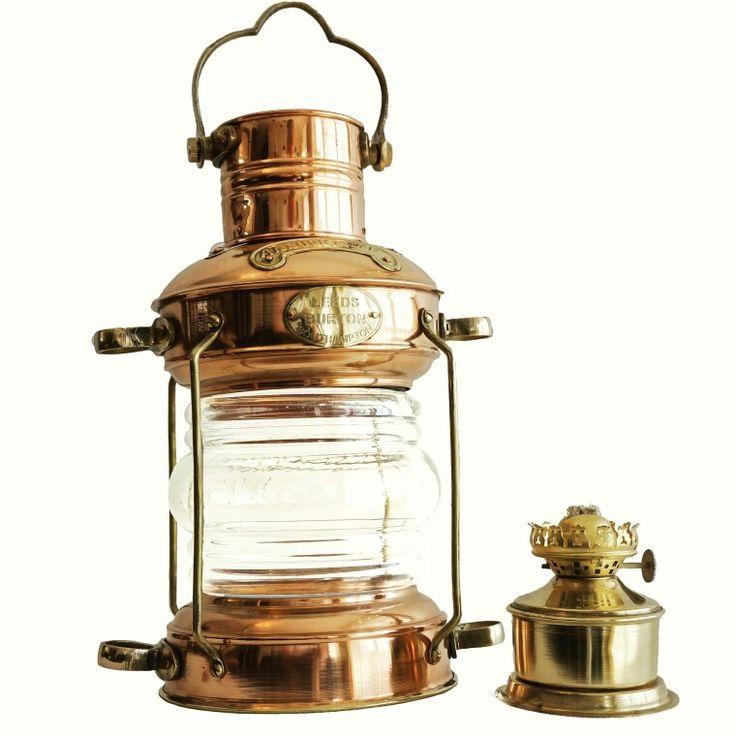 Stylowa mosiężna Lampa Żeglarska, dawna marynistyczna lampa nawigacyjna, naftowa lampa okrętowa - dawniej wskazywały drogę do portu, oświetlały burty i maszty żaglowców, dzisiaj podstawowy element morskiego wystroju wnętrz, prestiżowa marynistyczna dekoracja, stylowe przedmioty w morskim stylu, niepowtarzalne upominki żeglarskie, prezent dla Żeglarza, marynistyczny wystrój wnętrz   https://sklep.marynistyka.org/lampy-zeglarskie-c-8.html
