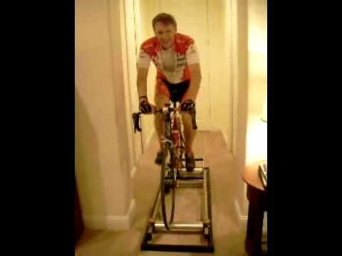 A great way to keep balance and stay in shape this winter with a roller trainer.