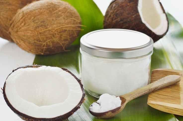 L'olio di cocco alimentare ha numerosi benefici. Brucia i grassi e riduce il colesterolo ma è ottimo anche per la pelle e per disintossicare il corpo.