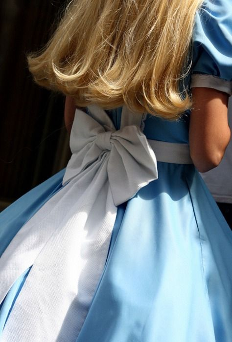 Apron & large bow detail are a must! Make character instantly recognisable
