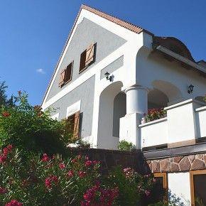 Alsóörsön népi építészeti stílusú családi ház