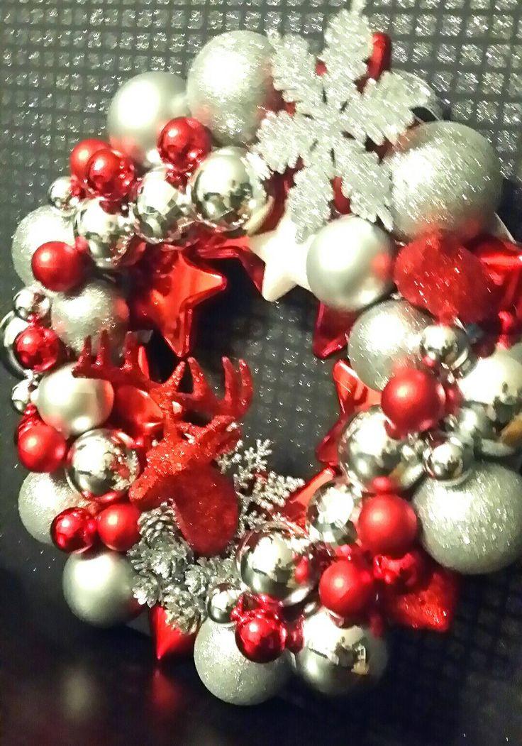 Diy christmas ornament ball wreath with reindeer