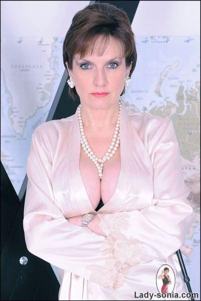 Lady Sonia In Silk Lingerie Zatoyen Boards Pinterest