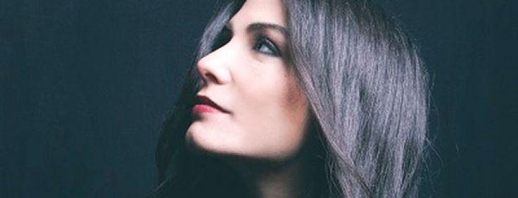 Η Μάγδα Βαρούχα ερμηνεύει ένα τραγούδι των Έτερονήμισυ