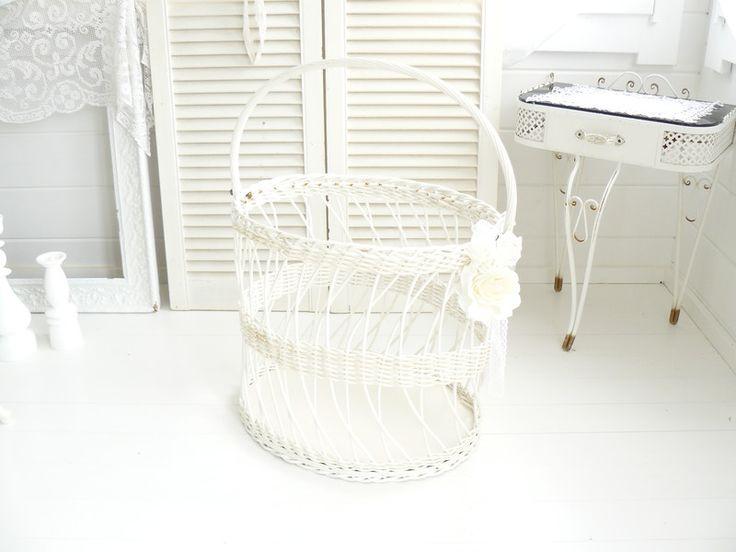Vintage Körbe - •○●○•  Alter Wäschekorb, Weiß, Shabby chic  •○●○• - ein Designerstück von kuki-kuki bei DaWanda