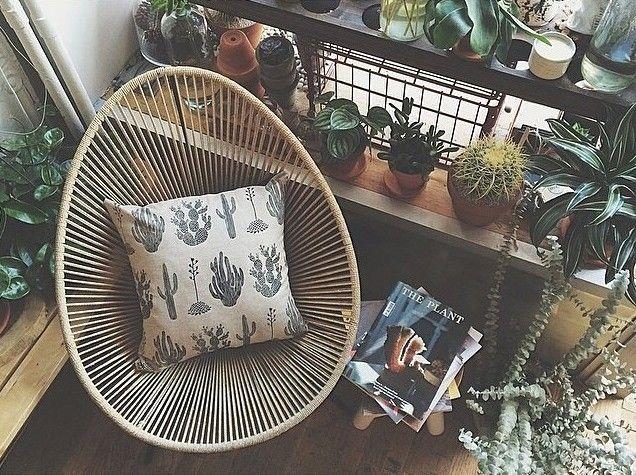 By Amelie Mancini. Reading nook. Vintage. Retro. Indoor plants. Boho.