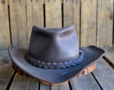 This hat fits most noggin sizes. In perfect condition to add to your fall look. Inside measurement: 6 by 8 inches