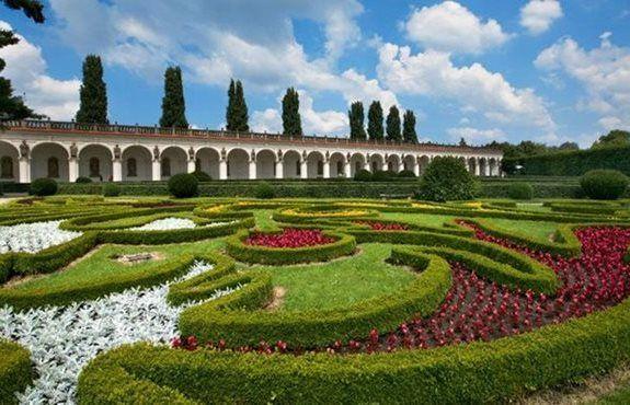 Flower Garden - colonnade