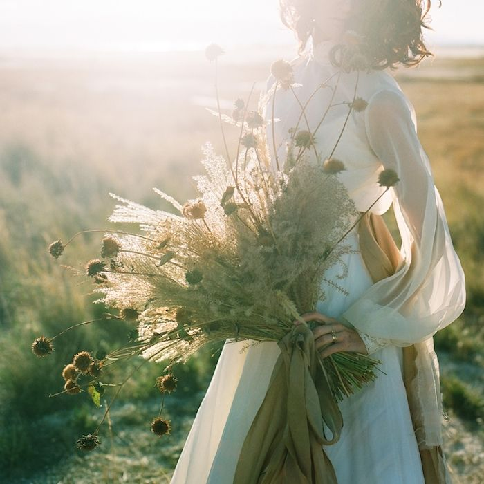 boho bride | dried bouquet | miesh photography | via: the lane