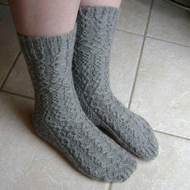 Darwin's Rib cable knit socks