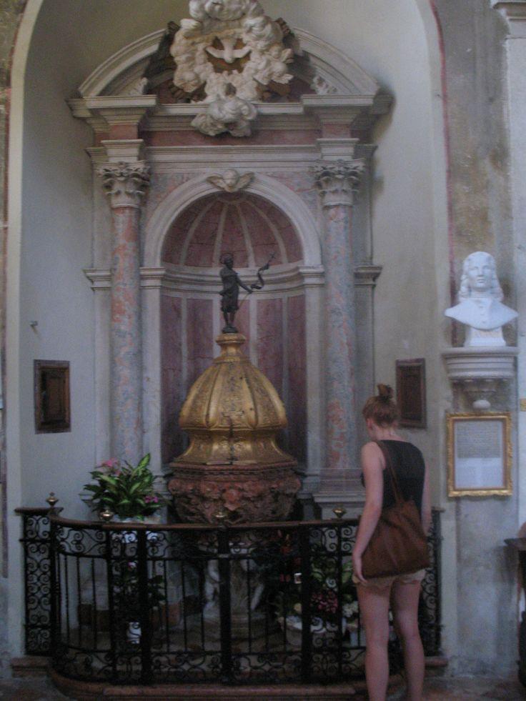 De componist Vivaldi is geboren in 1678. Dit is zijn doopkerk. Andere beroemde mensen die in Venetië zijn geboren: Kunstschilders Titiaan en Tintoretto, Paus Gregorius XII, acteur Terence Hill en  Marco Polo (dit is niet zeker, hij kan ook op het eiland Korčula, Kroatië in de Adriatische Zee kan zijn geboren). Het vliegveld van Venetië is naar hem vernoemd.