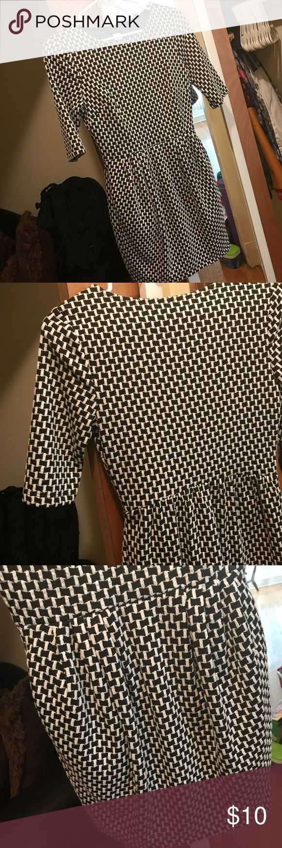 Short Sleeve Black & White Checker Print Dress Love short dresses with pockets... Then this is your item. Brand new. No tags. Never worn. VENUS Dresses
