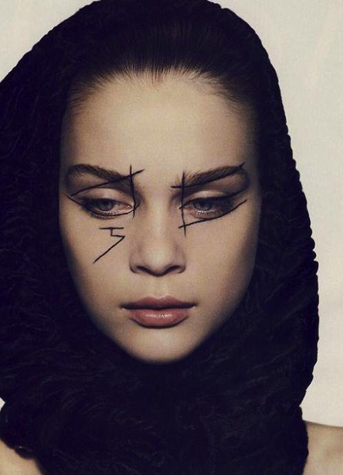 pylore: Kim Noorda in Ligne Optique by Mark Segal for Vogue...