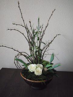 Welkom op mijn blog. Ik ben Willy de Wilde.  Ik wil jullie laten meegenieten van de bloemstukken  en eigen gemaakte kaarten en wat mij zoal bezig houdt.            In de wintermaanden begeleid ik een groep in  de Wenumse Watermolen met bloemschikken. Geniet... wilde188@hotmail.com
