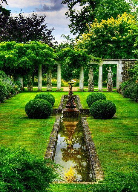 formal garden: Houses Gardens, Gardens Design Ideas, Water Features, Modern Gardens Design, Interiors Design, English Gardens, Formal Gardens, Beautiful Gardens, Interiors Gardens