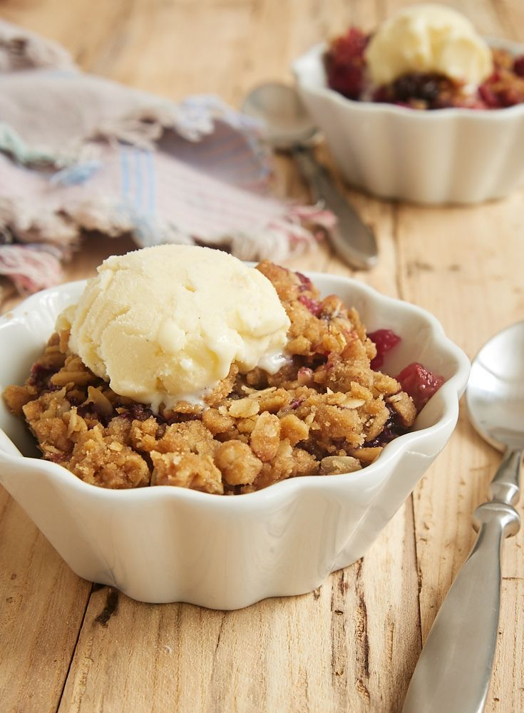 This quick and easy Skillet Berry Crumble is such a great way to enjoy your favorite berries. A warm bowl full of this crumble with a scoop of ice cream is tough to beat! - Bake or Break ~ http://www.bakeorbreak.com