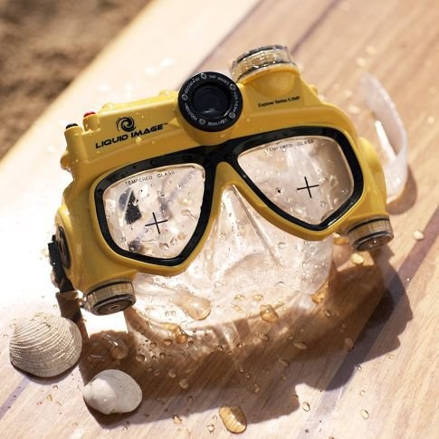 Underwater Video Camera Mask - Perfect for all beach vacations!  @Jennifer Milsaps L Hall #travel #gadgets