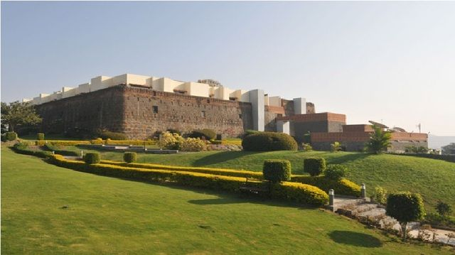 Stay at Fort Jadhav gadh hotel which is one of the finest #hotelsatpune be the experience of the royalty of bygone era. Guest can enjoy the rich culture and historical heritage of india at this place. It offers a number of stay options ranging from the king's own maharaja suite to the luxurious royal tents. #punediaries #punehotels