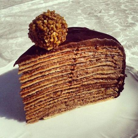 NUTELLA-Pfannkuchen-Torte