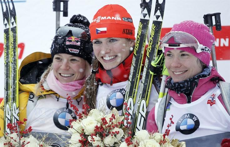 NEJLEPŠÍ I NEJKRÁSNĚJŠÍ. Gabriela Soukalová vyhrála sprint Světového poháru ve slovinské Pokljuce. Těsně porazila druhou Němku Miriam Gössnerovou a třetí Bělorusku Skardinovou.