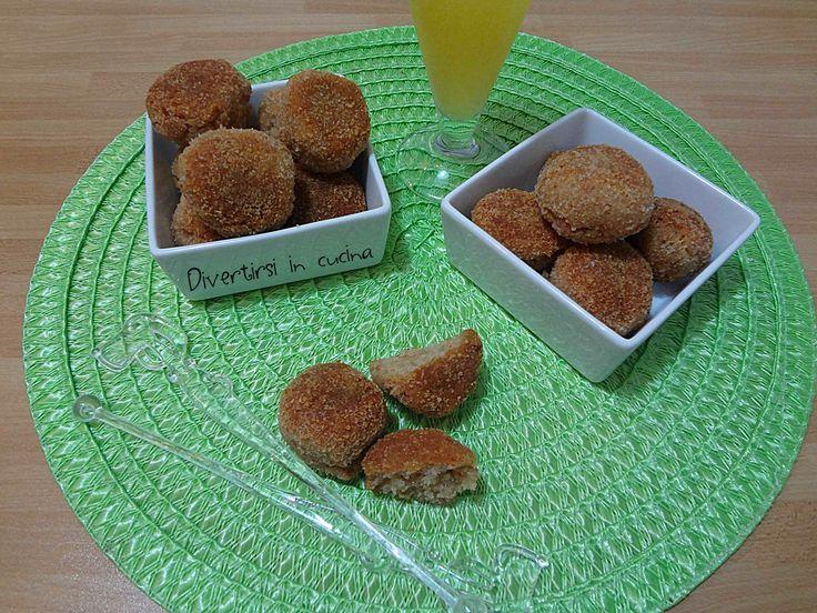 Polpette di mortadella ricetta Bimby. Le polpette di mortadella sono dei bocconcini sfiziosi ideali per utilizzare il pane raffermo.