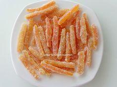 sevgili fatma kardeşimin isteği üzerine hazırladığım portakal kabuğu şekerlememizi sizlerle paylaşıyorum. malzemeler: 3 tane büyü...