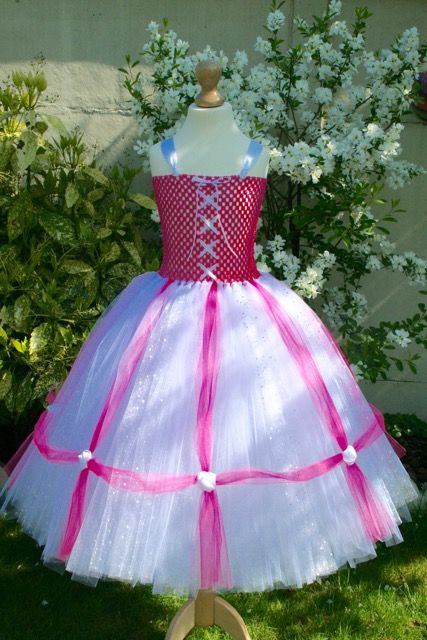 Robe de princesse en tulle, blanche et rose, fait main, made in France.