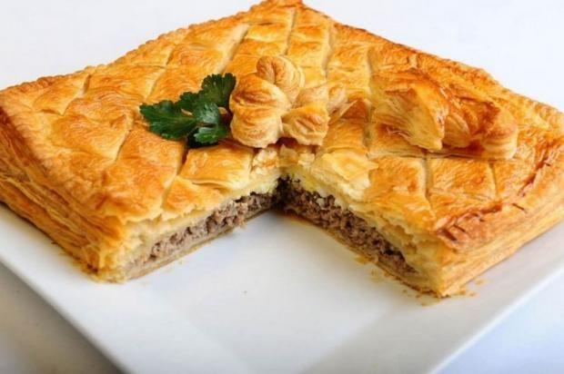 Восхитительный простой пирог из яиц и фарша https://joinfo.ua/leisure/cookery/1215271_Voshititelniy-prostoy-pirog-yaits-farsha.html