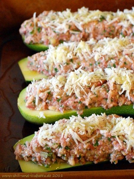 Chili und Ciabatta: Gefüllte Zucchini mit Lammhack und Frischkäse