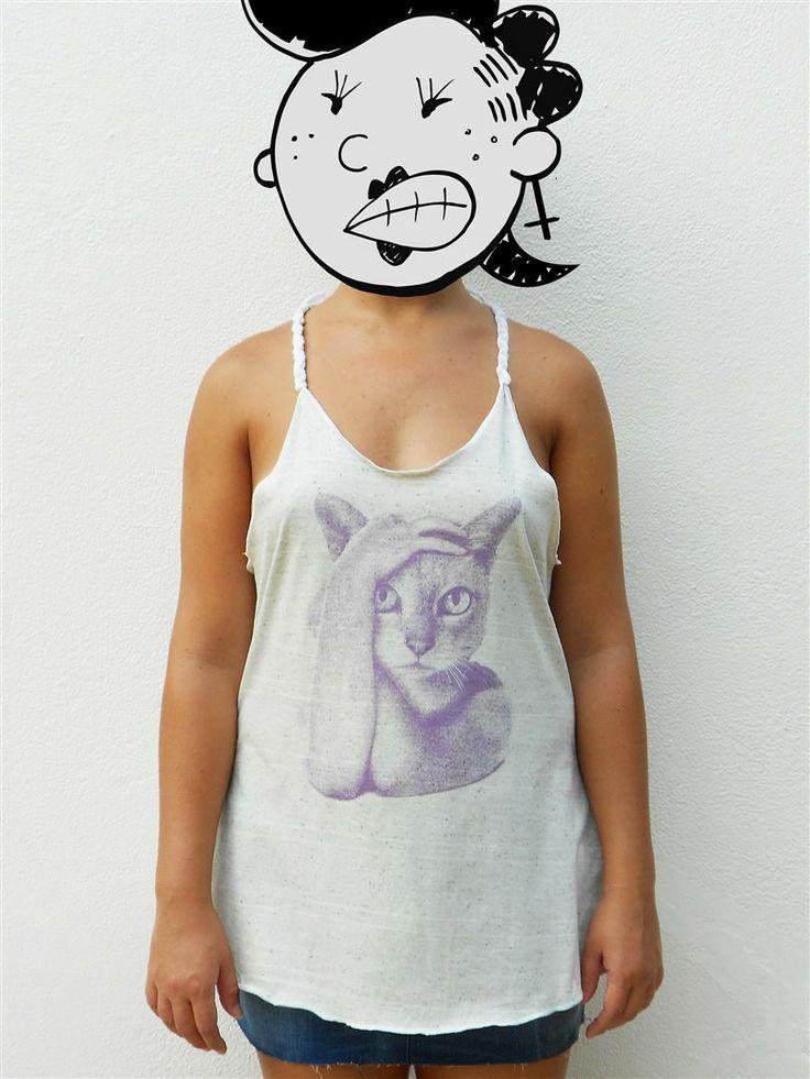 http://www.agentestampa.iluria.com  -Estampa 'CAT FACE' -Regata feminina -Tamanho ÚNICO -Modelagem trapézio -Alças trançadas à mão -Costas decote nadador -Composição do tecido: 50% algodão 50% poliéster -Aparência do tecido: botonê