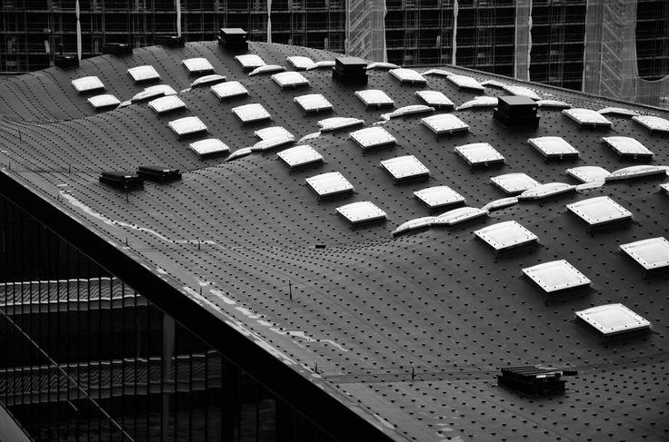 Wellenartig präsentiert sich das EPDM Dach der ETH in Zürich.  Contec.proof ermöglicht Architekten viel Spielraum für Design und Fantasie. /// Le toit en EPDM de l'EPF de Zurich se présente sous forme ondulée. Contec.proof offre aux architectes beaucoup de liberté pour le design et la fantaisie.