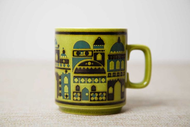 A rare Hornsea Brighton Royal Pavilion mug with round handle, designed by John Clappison. Circa 1976.