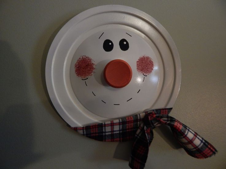 Snowman made from pot lid!  So cute!