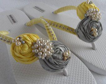 Amarillo y gris novia chanclas boda colores chanclas / ojotas playa / fracasos de tirón de Dama de honor