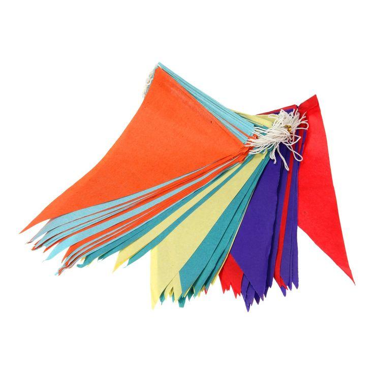 Feest? Hang je slingers op! Met deze vrolijke vlaggenlijn ziet jouw feestruimte er meteen een stuk vrolijker uit. Zeker omdat deze papieren vlaggenlijn wel 20 meter lang is. Zo ben je in één keer bijna helemaal klaar. Afmeting: lengte 20 meter - Vlaggenlijn Kleur, 20mtr.