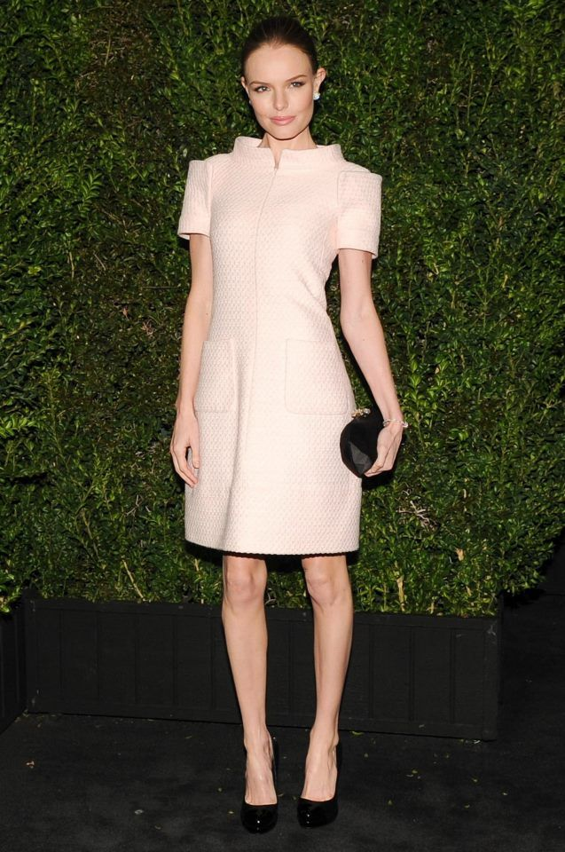 Kate Bosworth wore a short dress with framing shoulders in pink tweed with black shoes and bag #Fshion #love #celebrity #love #oscar