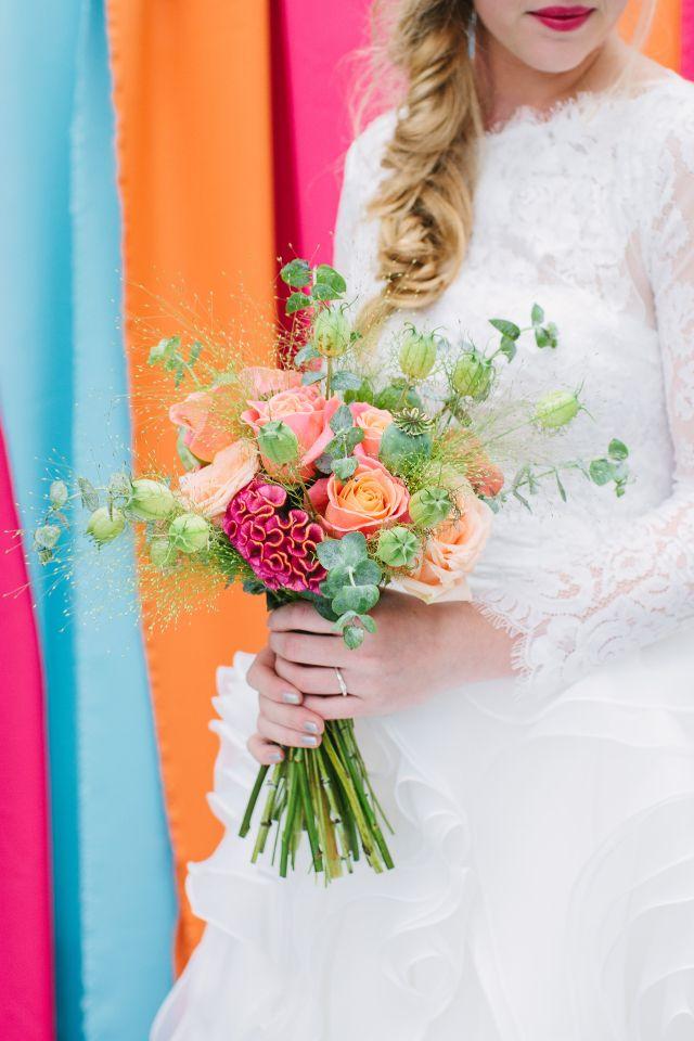 Kleuren die echt spreken #bruidsboeket #trouwen #bruiloft #inspiratie #wedding #bouquet #inspiration Styled shoot in een orangerie | ThePerfectWedding.nl | Fotografie: Elvira Gerlinda | Bloemen: Meesterlijk Groen