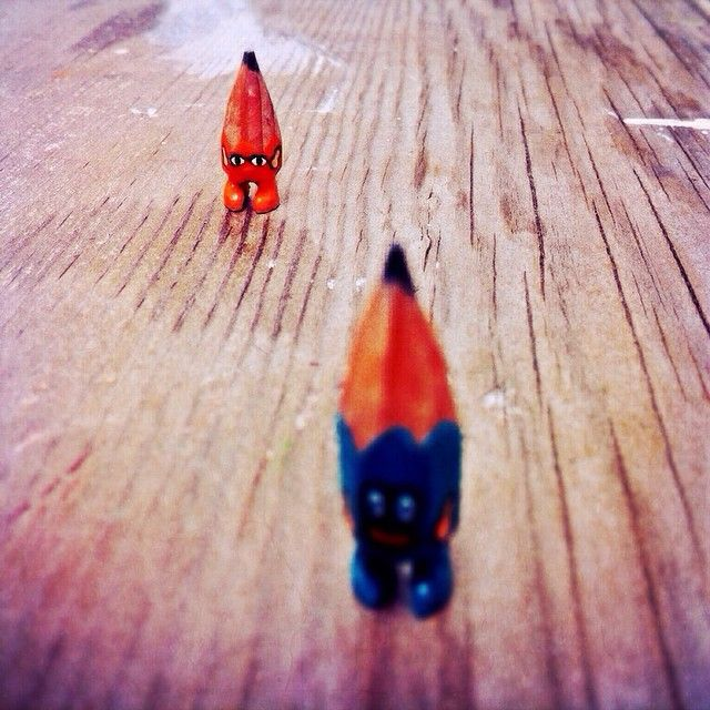 ✏️✏️ #art #acrylic #artwork #tiny #figure #doll #tinydoll #wood #woodcarving #pencil #pencilman #etsy #creative #craftsposure #stationery #handmade #miniature #orange #blue